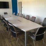 Tárgyalószékek tárgyaló asztallal