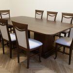 Elegáns székek asztallal