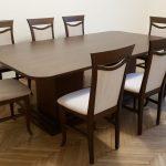 Elegáns asztal és székek