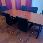 Tárgyalószékek tárgyalóasztallal